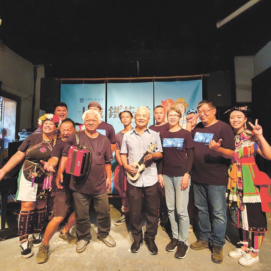 十年前柯文昌被胡德夫感動,召集在地藝術家打造鐵花村,結合在地歌手音樂展演,發展音樂觀光。圖/邱莉玲