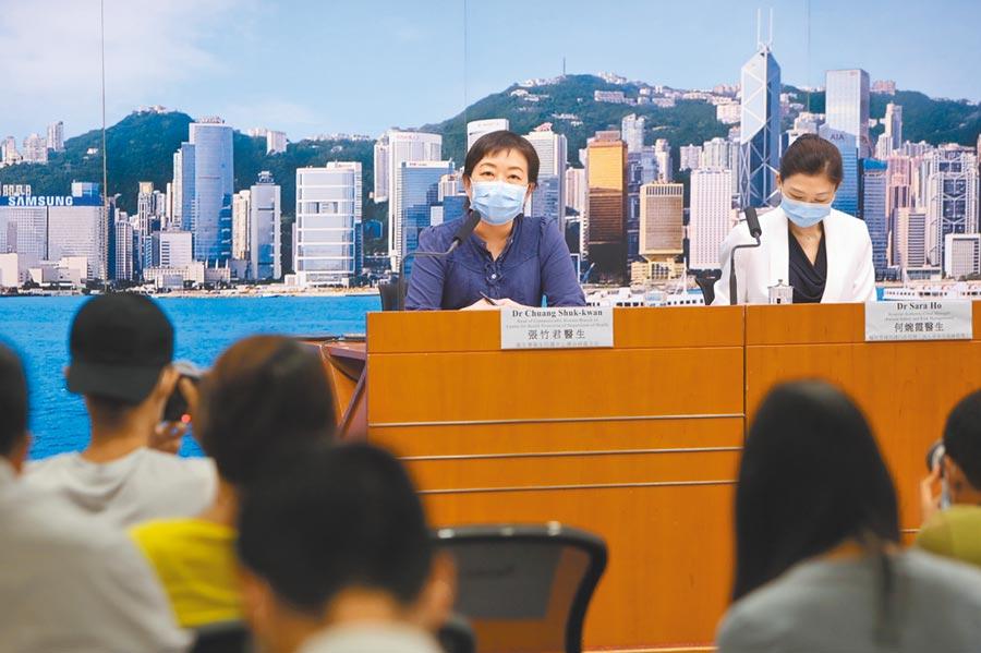 7月12日,香港衛生署傳染病處主任張竹君(中)通報,香港新增38例新冠肺炎確診。(中新社)
