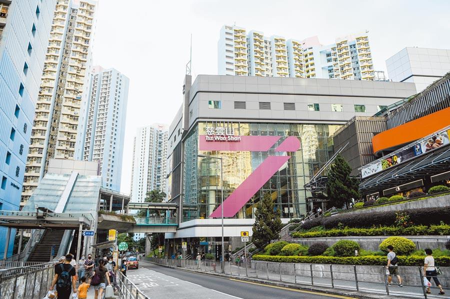 7月11日,香港不少新增個案和慈雲山有關,圖為部份確診患者曾到過的慈雲山中心及慈雲山傳統市場。 (中新社)