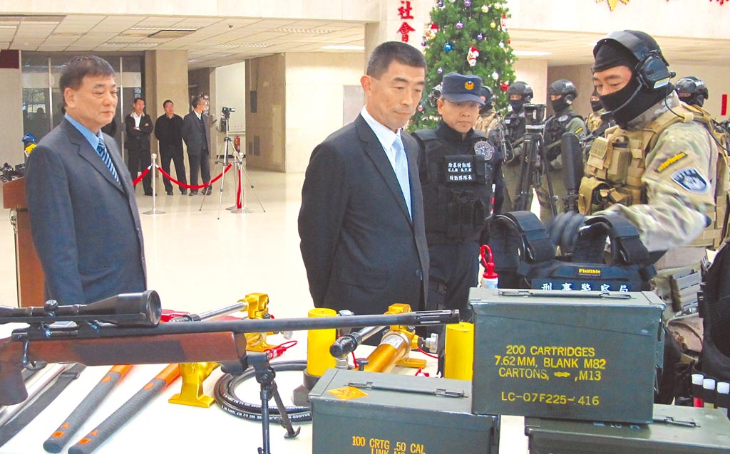 全球最大數據庫「Numbeo」13日公布最新全球治安排名,台灣為全球第2安全、犯罪率倒數第2低的國家,僅次於中東國家卡達,同時也打敗日本、新加坡、北歐各國。圖為刑事局巡視裝備。(翻攝照片)