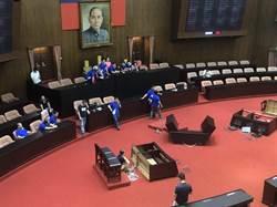 議場門口推擠 藍委已佔領主席台