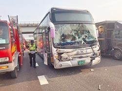 國道客運追撞拖板車 13人輕傷
