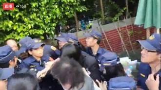 藍委兵分兩路堵陳菊 陳菊警力包圍下進立法院