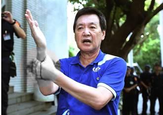 直播》圍堵陳菊 費鴻泰掛彩血流如注!藍委佔領主席台