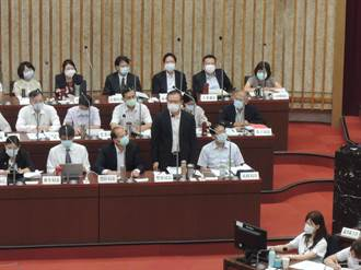 高市警察局長李永癸議會備詢 藍副議長鼓掌送暖