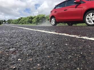西海岸景觀道路後灣段小石子裸露路面 民怨「像開戰車」
