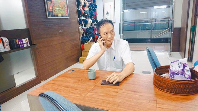 面對行政院長蘇貞昌究責拔官,台南市警局長周幼偉臉色凝重。(程炳璋攝)