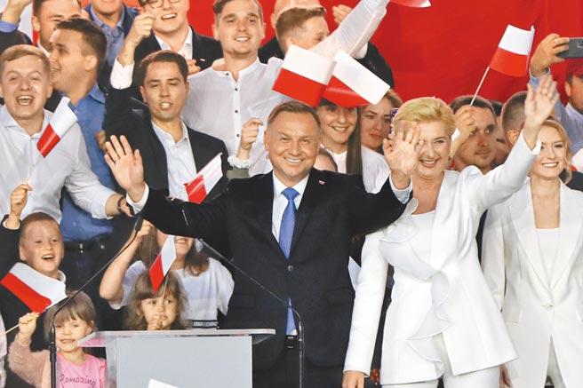 波蘭總統杜達以極為微小的差距擊敗對手蟬聯總統職位。(美聯社)
