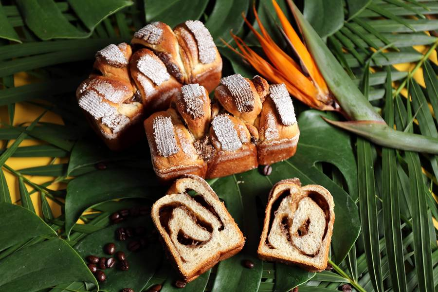 〈Kopi C吐司〉是以咖啡液做卡式達餡,為保持咖啡風味,材料不加蛋,而是搭配奶油、煉乳、奶水等打出柔滑化口質感。(圖/吳寶春麵包店)