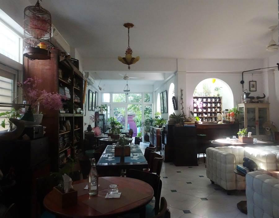位於安平巷弄裡的「法國鬍子手工甜品咖啡餐廳」。(台南市政府觀旅局提供/李宜杰台南傳真)