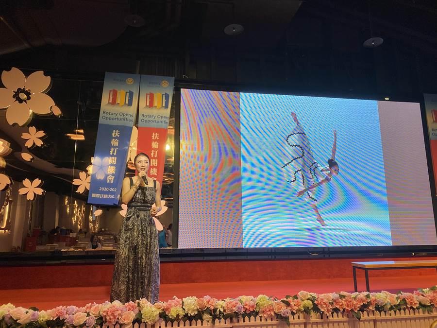 被喻為「最偉大的現世代舞蹈家之一」季綾(簡珮如),旅美13年、享譽國際,卻受新冠肺炎所困、失去舞台,受邀返台演出,非常興奮重返最愛的舞台,14日以「扶輪女兒」的身分分享。(蔡依珍攝)