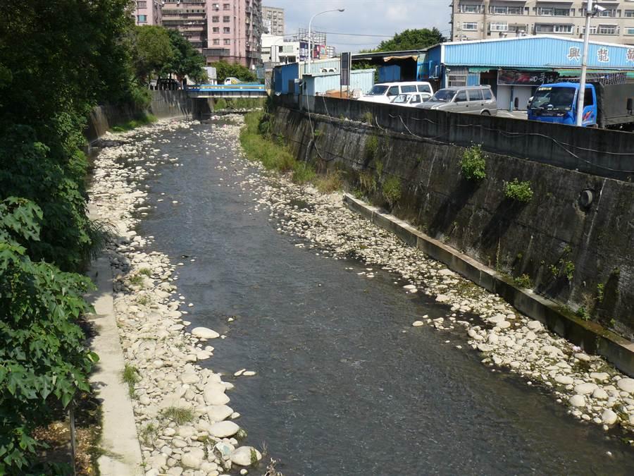 水利署第十河川局將整治鶯歌溪,大幅拓寬,未來當地居民將不會再受淹水之苦。(水利署第十河川局提供/張睿廷新北傳真)