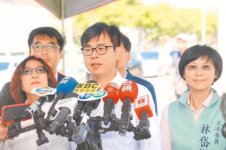 民進黨高雄巿長補選參選人陳其邁13日受訪暢談政見。(曹明正攝)