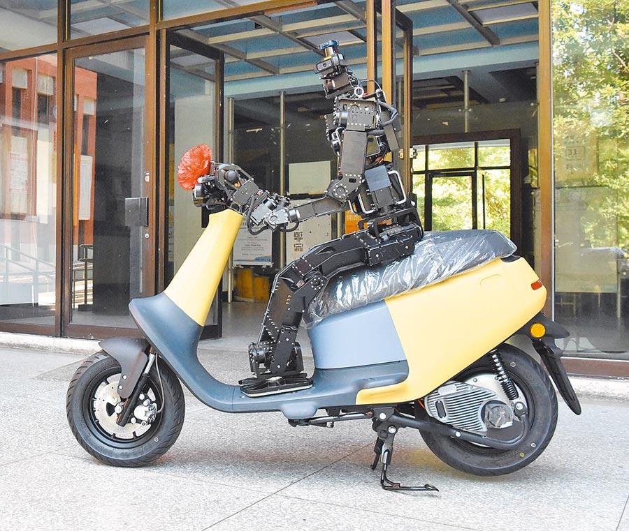 台師大電機系將進行智慧機器人騎著GOGORO電動機車的研究。(台師大提供/林志成台北傳真)