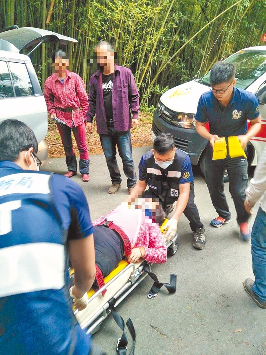 採茶車翻車意外發生時,所幸有竹林化解衝擊力,17名傷者只受輕傷。(嘉義縣消防局提供/張毓翎嘉義傳真)