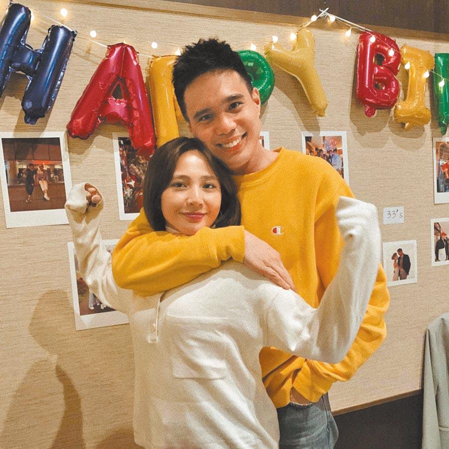 梁文音(左)4月生日時,老公為她開心慶生。(摘自IG)