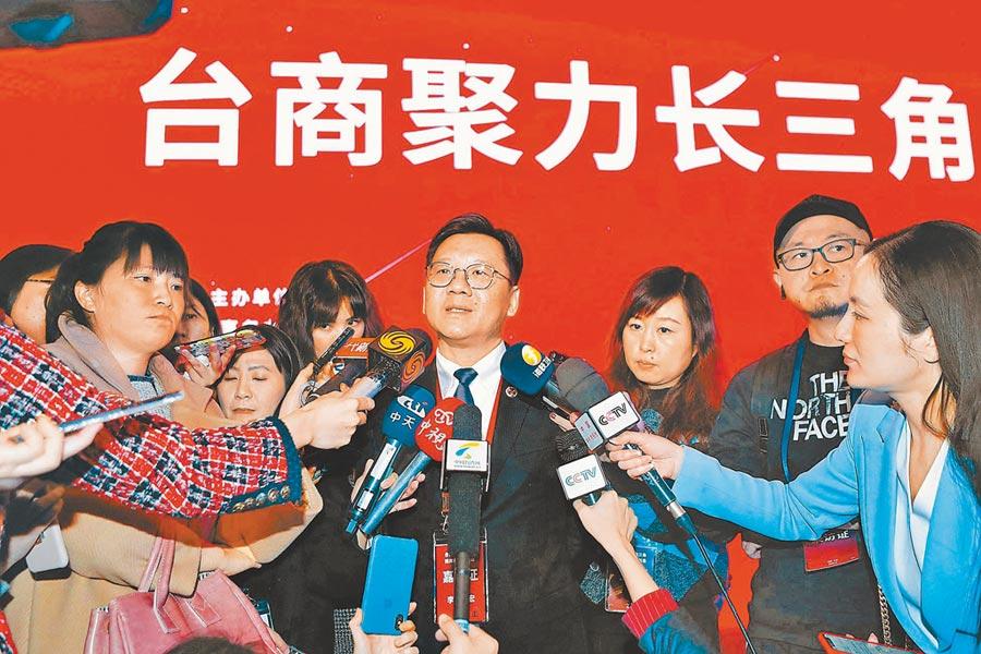 大陸全國台企聯會長李政宏(中)。(中新社資料照片)