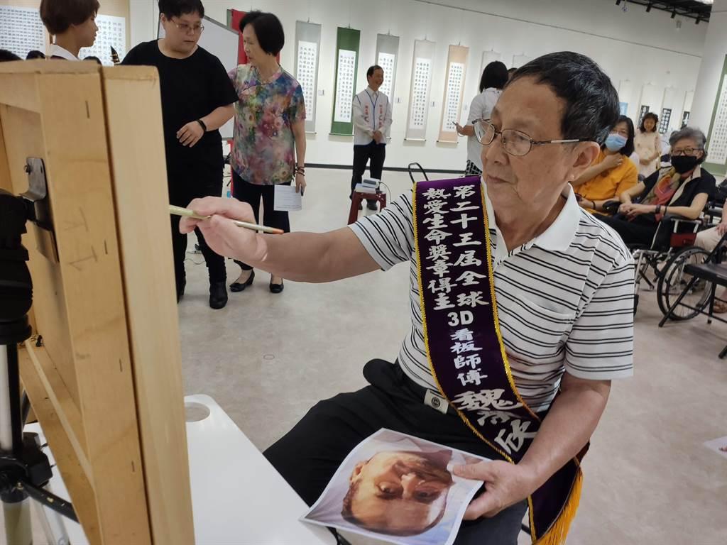 魏榮欣是今年的周大觀文教基金會熱愛生命獎章得主之一。(林良齊攝)