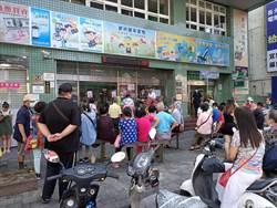 宜蘭郵局上百人等領三倍券 民眾怨:不如發現金