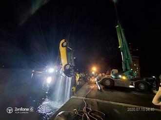 台中計程車墜海!衝入台中港淺水碼頭 4死1人破窗游上岸