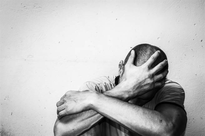 港男多次控訴女友因多方因素不滿,而對他多次施暴。示意圖(圖片來源/達志影像shutterstock提供)