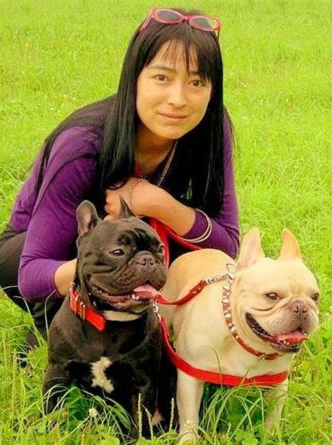 川越美和逝前只有2隻愛犬作伴。(圖/翻攝自東網)