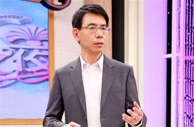 劉寶傑主持《關鍵時刻》和來賓一搭一唱,上知天文下知地理漫談,深受不少觀眾喜愛。(本報系資料照)