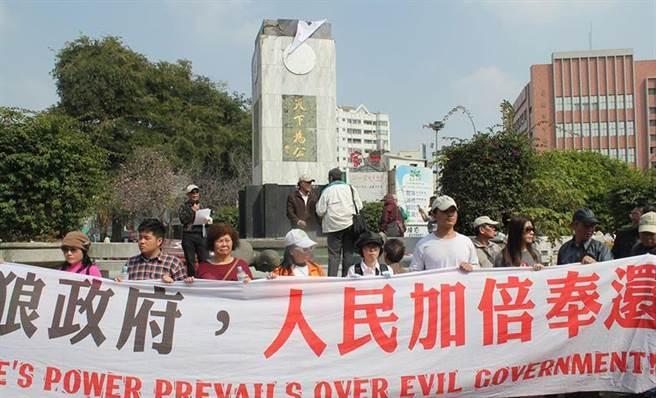 台南市湯德章紀念公園的國父孫中山銅像,2014年被蔡丁貴等獨派人士拉倒。(本報資料照片)
