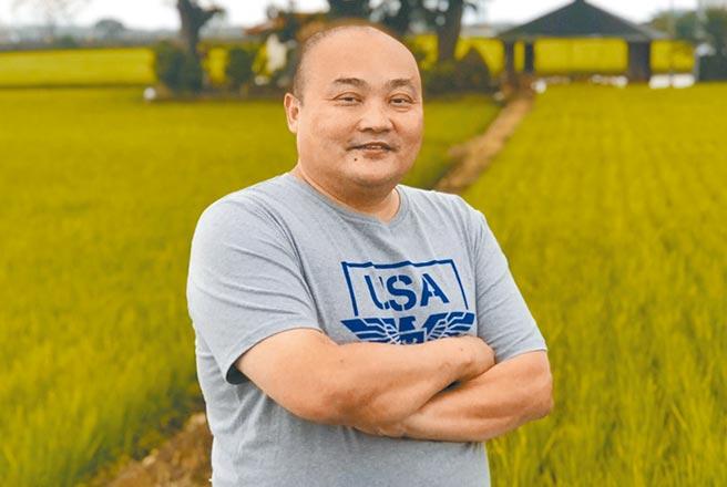 人稱「肉粽」的游泳委員會總幹事許峰銘,是台灣泳壇名氣顯赫的「許家班」第三代,15歲即以1分59秒98的成績,成為國內200公尺自由式游進2分鐘內的第1人,20年前轉戰教練,不少年輕新秀出自他的一手栽培。許目前是國家隊教練,也帶選手赴大陸及香港移地訓練,取經拚東奧。(劉宥廷攝)