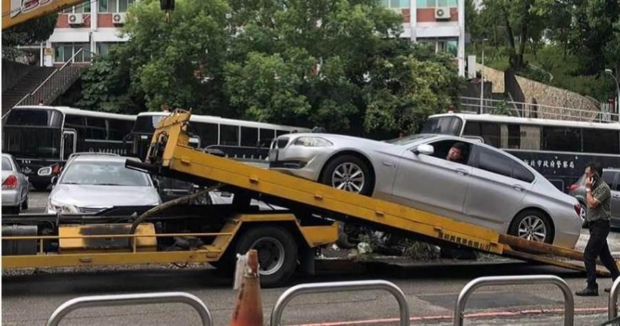 阮嫌以30萬元購得的二手BMW,被發現疑是台灣幫派分子提供的贓車,方便讓他進行毒品交易。(圖/翻攝畫面)