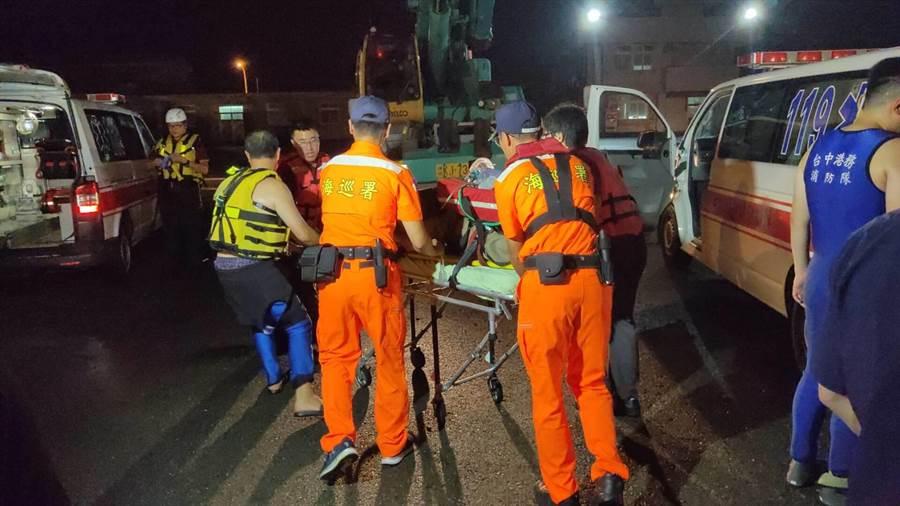 搜救人員陸續發現4名溺水者遺體。(海巡署提供/王文吉台中傳真)