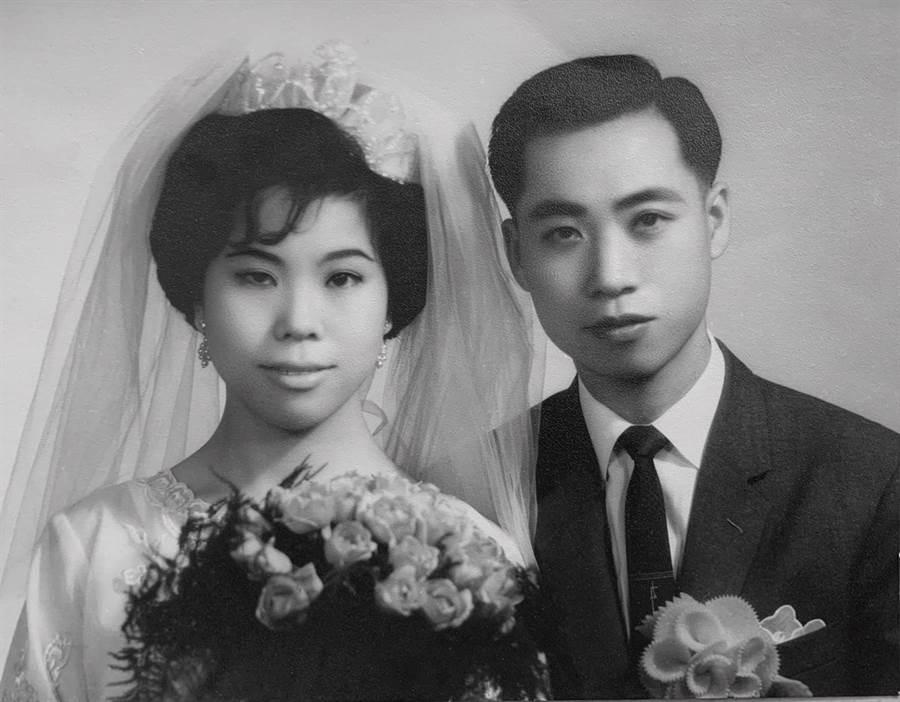 李富城與妻子的婚紗照。(照片/翻攝 李富城 臉書)