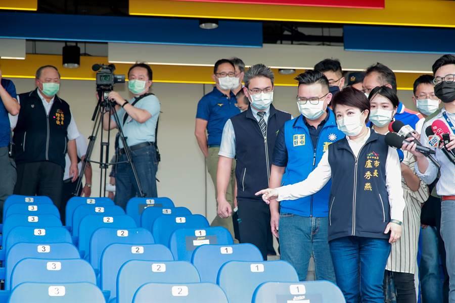全球首場開放球迷進場賽事,市長盧秀燕視察洲棒棒球場防疫措施。(台中市政府提出/陳世宗台中傳真)