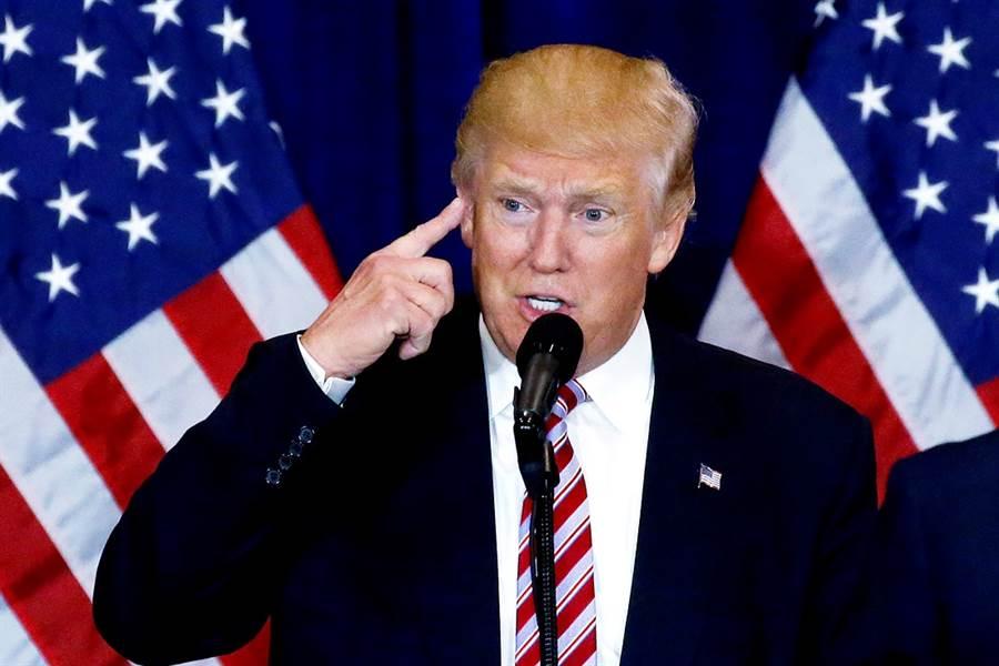 美國總統川普13日晚間轉推一則包括美國CDC、醫生在內等「所有人都在撒謊」的推文,對此,美國新冠病毒檢測高官賈諾14日回應,「我們沒有一個人在說謊」。(資料照/路透社)