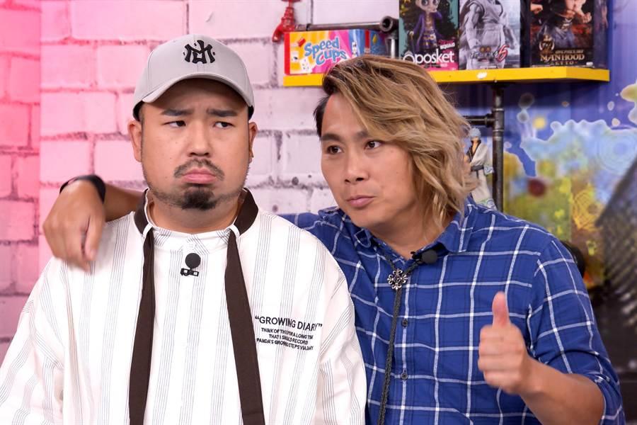 王仁甫(右)脫稿演出,揚言取代阿達(左)接下《Game什麼東西》。()