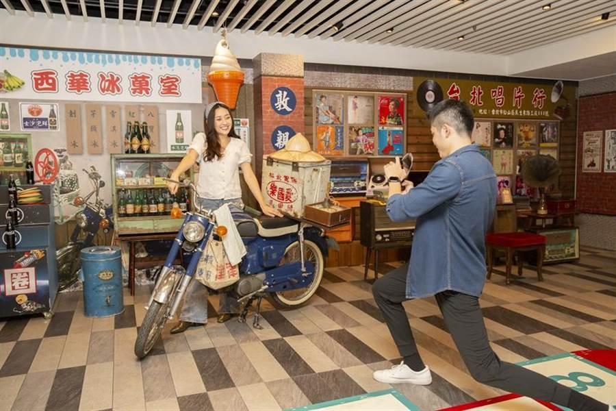 (搶攻暑假商機,台北西華飯店在館內打造「永樂西華町」,復刻50年代懷舊場景爭取客人青來。圖/台北西華飯店提供)