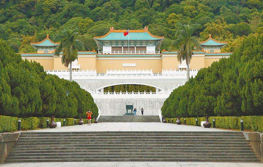 國立故宮博物院表示,炎夏未影響民眾入館意願,且因疫情趨緩、連續假期等因素,提高民眾參觀意願。