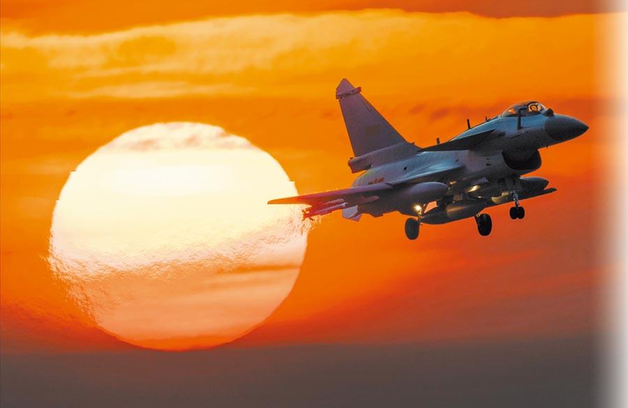 解放軍空軍殲-10C戰機展開飛行訓練。(新華社資料照片)