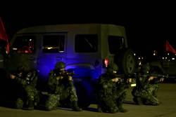 憲兵深夜操演反空機降 保護松山機場