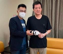 手部韌帶受傷手術…費鴻泰曝近況 3個月後練就新特技?