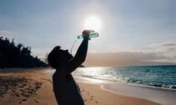 別等口渴才喝水!專家曝有3常見狀況就快喝