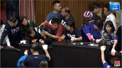 李俊俋:不行使同意權投票才是違憲