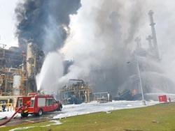 六輕爆炸滾黑煙 遭罰500萬停工
