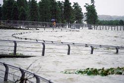 鄱陽湖水位稍退 未來3日仍有洪峰