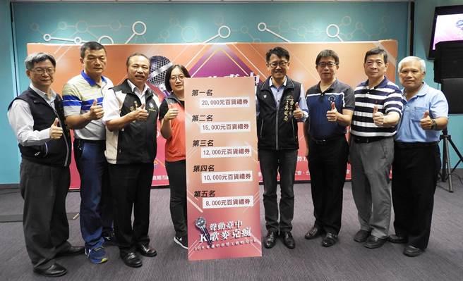 台中市首屆「聲動台中K歌麥克瘋」勞工歌唱大賽決賽,將選出前5名,第一名禮券更高達2萬元。(陳世宗攝)