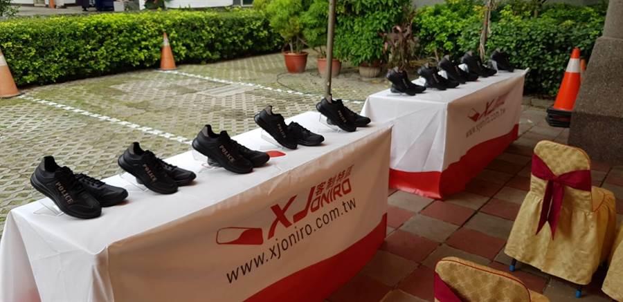 Xjoniro公司研发波丽士大人专用鞋,并捐赠70双给头家派出所,增加员警执勤安全。(大雅分局提供/王文吉台中传真)