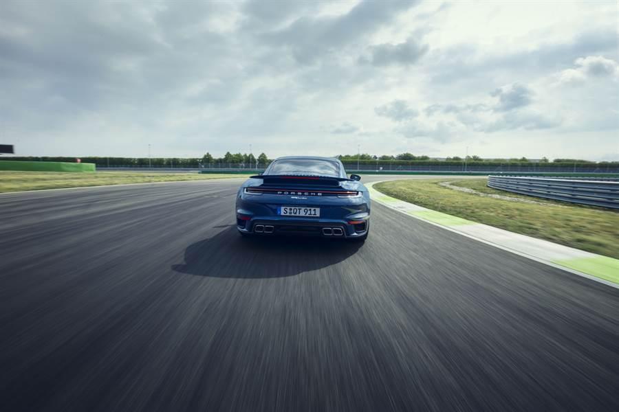 45年以來的高性能跑車標竿:Porsche 911 Turbo 以 970 萬在台開始接單