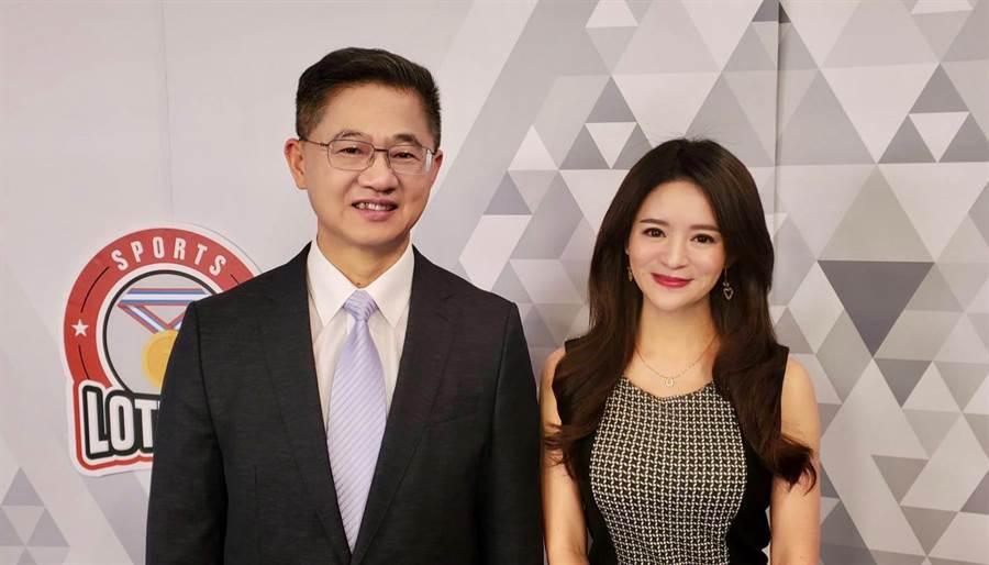 台灣運彩總經理林博泰(左)上時來運轉節目,與主持人尉遲佩玉(右)談運彩眉角。(馬樹立攝)