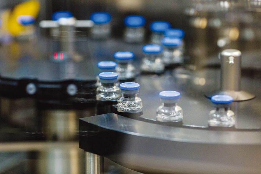 英國牛津大學正研發的疫苗據傳取得突破性進展。(示意圖/shutterstock)