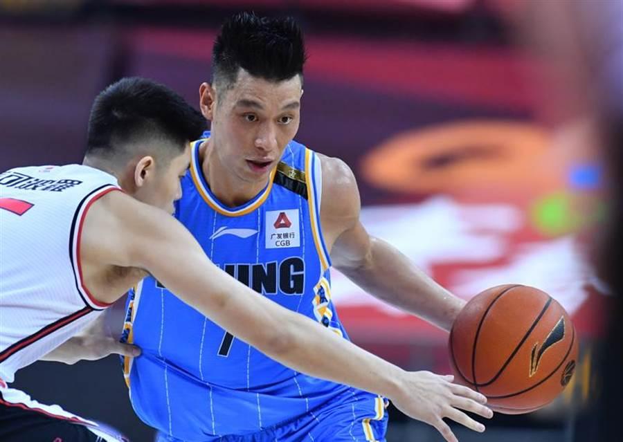 林書豪豪取29分,幫助北京首鋼擊退深圳,笑拿7連勝。(新華社)